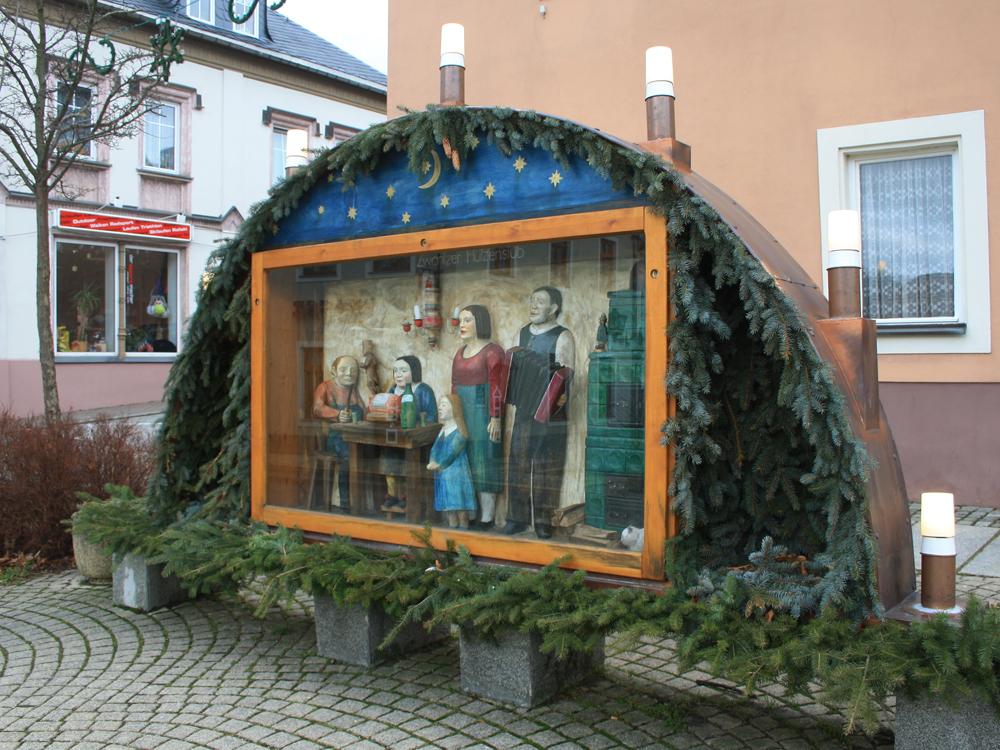 Schwibbogen auf einem Platz in Zwönitz
