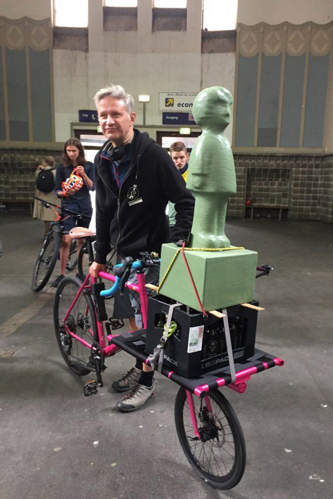 Solidaritäts-Expedition mit Lastenfahrrädern vom Bahnhof Vohwinkel aus auf den Weg nach Köln